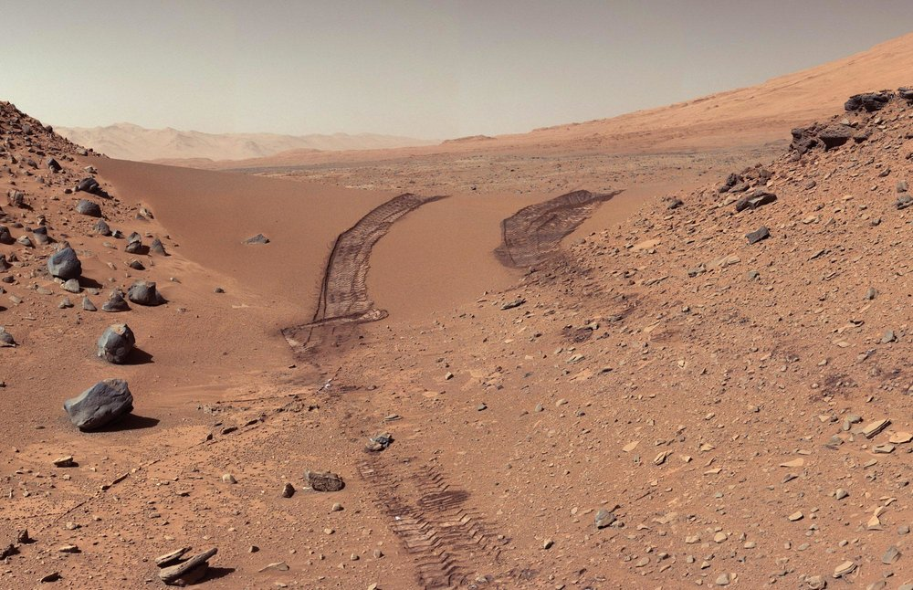 5-curiositys-trail-after-crossing-a-martian-dune.jpg