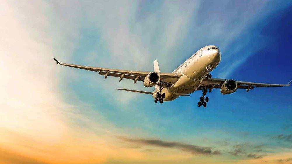 avion-volando-con-cielo-de-fondo.jpg