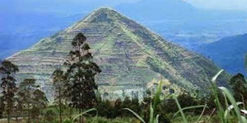piramide de indonesia 2.jpg