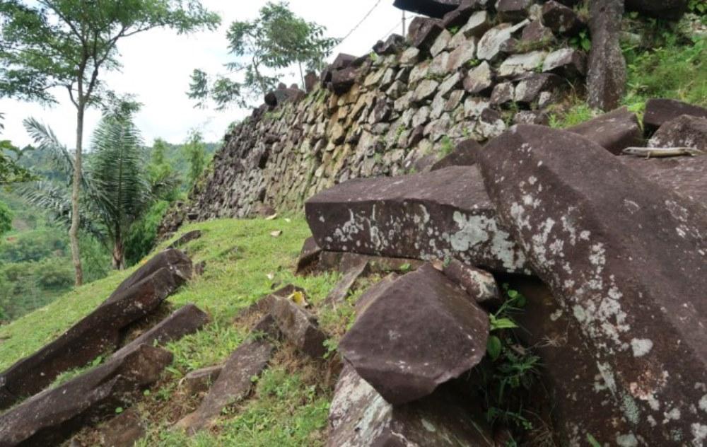 gunung-padang-oldest-civilization-3.jpg