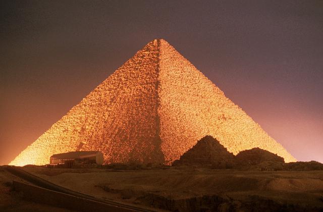 10-sorprendentes-datos-sobre-la-enorme-piramide-de-Giza-2.jpg