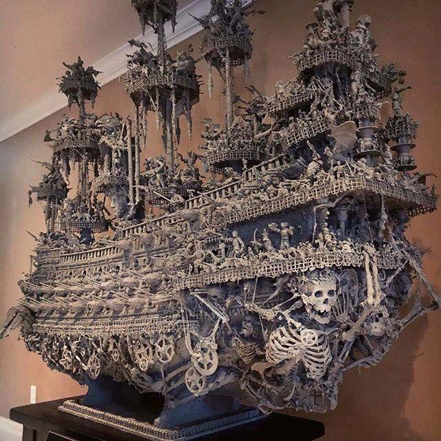Una nave fantasma hecha a mano por el artista jason stieva.