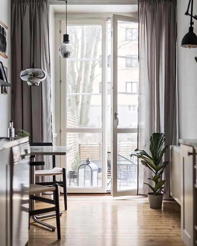 Half of my heart is forever in North Europe. Scandinavian style interiors reminds me about my happy childhood days spent in Riga, Latvia. That photo easily could be taken at 9 pm during longest summer days. Miss you my #nordiccountries #foreverinlove .⠀ #nordicstyle inspiration from @scandinavianhomes ⠀ .⠀ .⠀ .⠀ .⠀ .⠀ .⠀ ⠀ #sofiasakare #interiorstylist #onlineinteriordesign #virtualinteriordesign #designstories #interiordesignforyou #designedwithlove #calmhome  #homestyling #stylishhome #happyhome #scandinavianhome #nordicstyle #nordicinterior