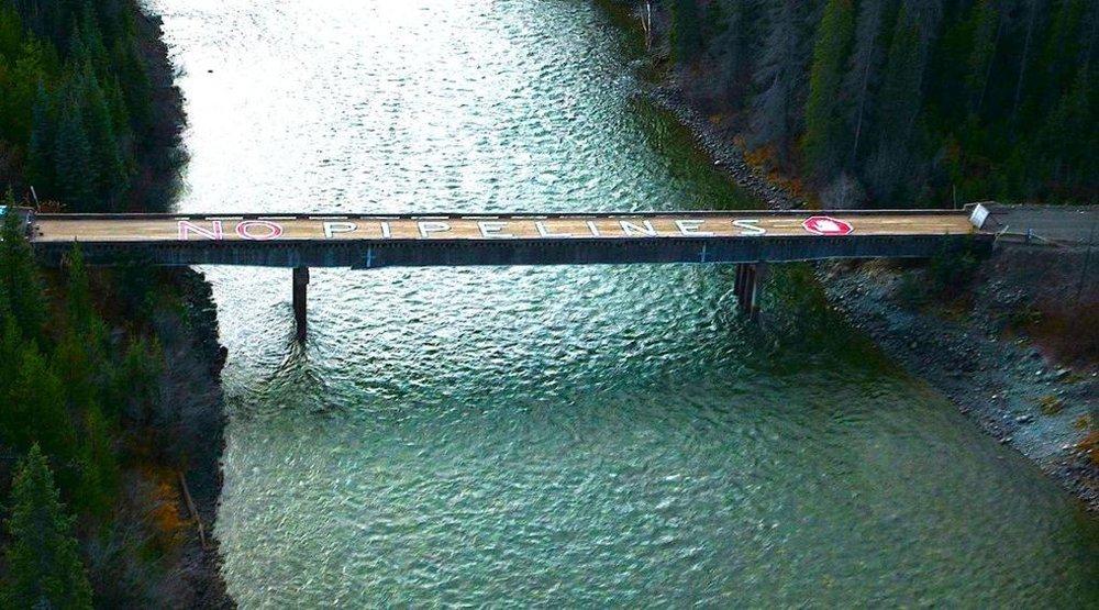 unistoten bridge.jpg