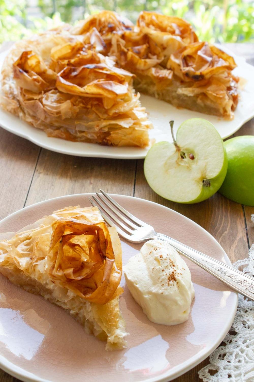 sliced-apple-croustade-and-whipped-cream