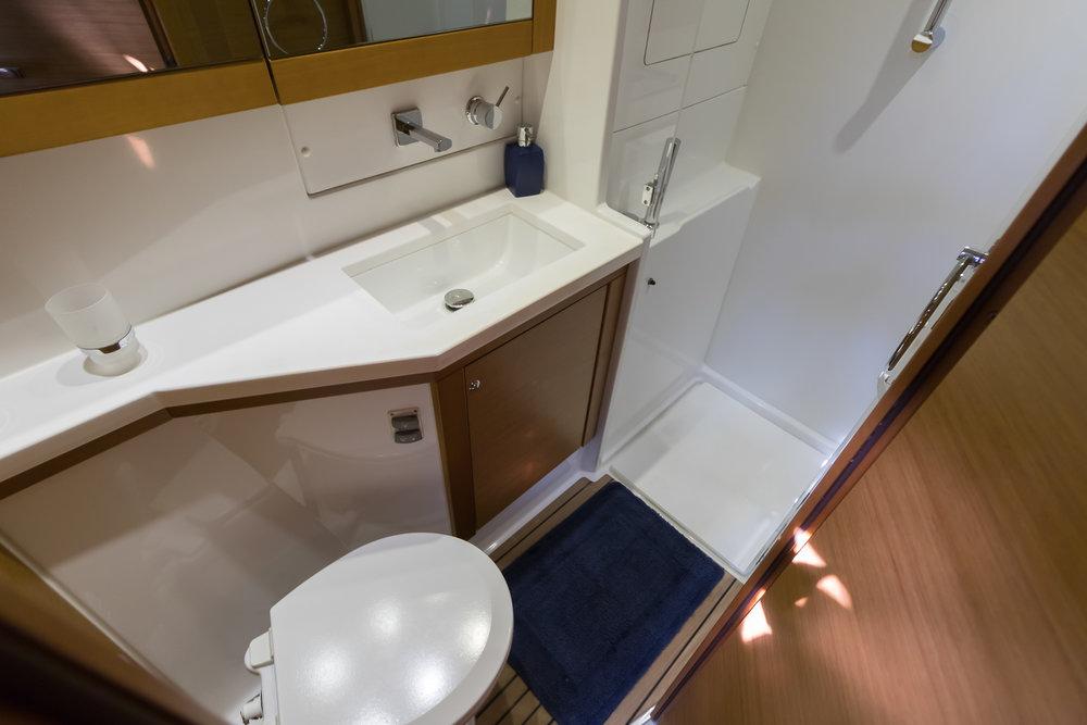 Great Adventure-Lagoon 450 Bathrooms