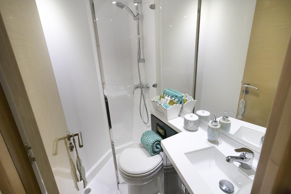 Aoibh -57' Sanya Fountaine Pajot-Bathroom