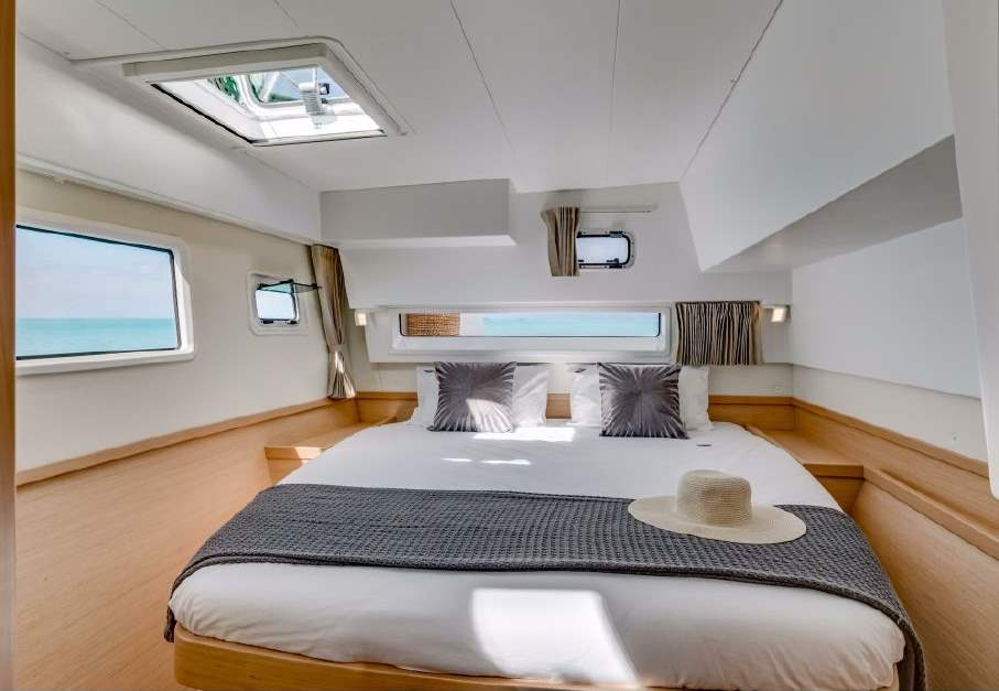 catamaran_charter_caribbean_lagoon_42_luxe_2017_id15564-2.jpg