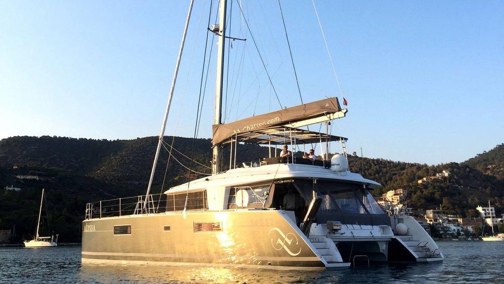 lagoon-yacht-rent-saloon-l.jpg