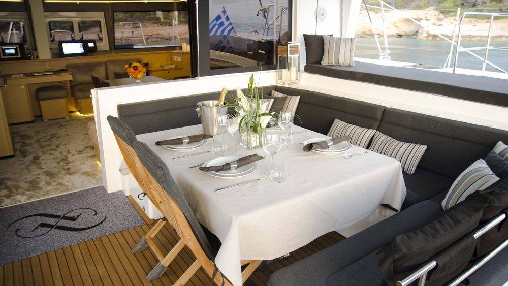 sailing-holiday-lagoon-greece-l.jpg