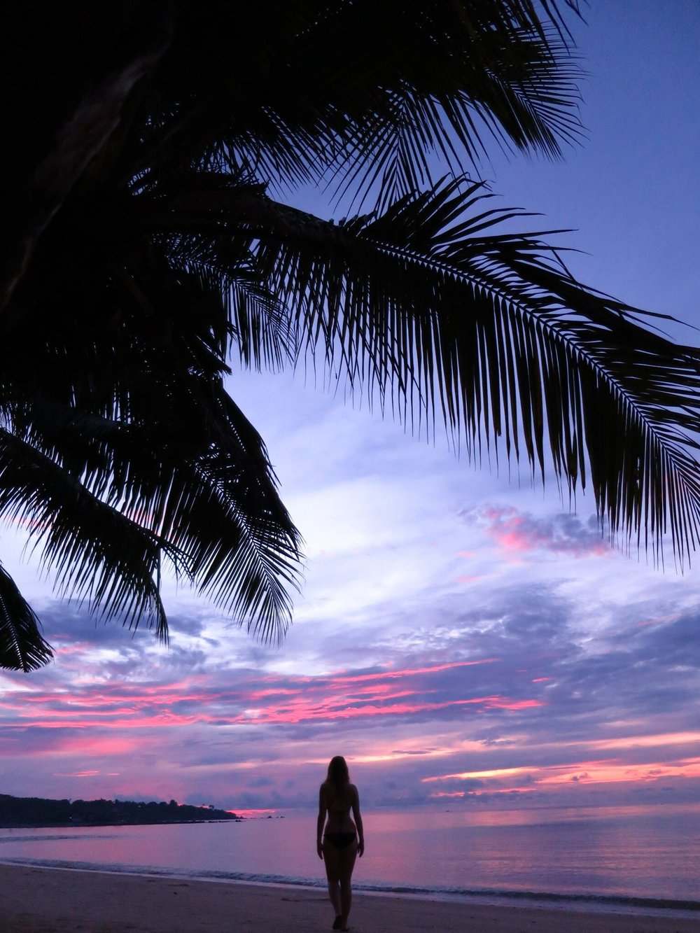 sunset-walks-on-koh-samui_t20_GRYA80.jpg