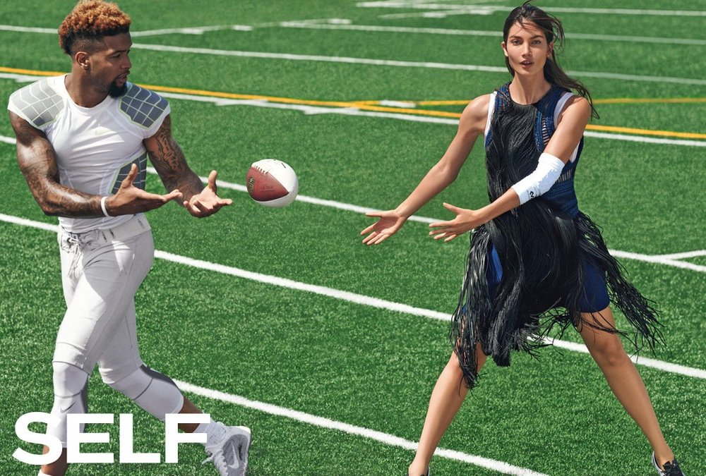 lily-aldridge-supermodel-play-football-1068.jpg