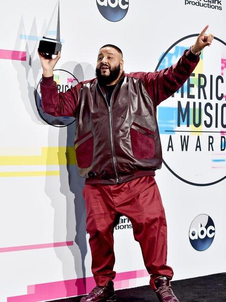 dj-khaled-american-music-awards-2017-2-1511175530-view-3.jpg