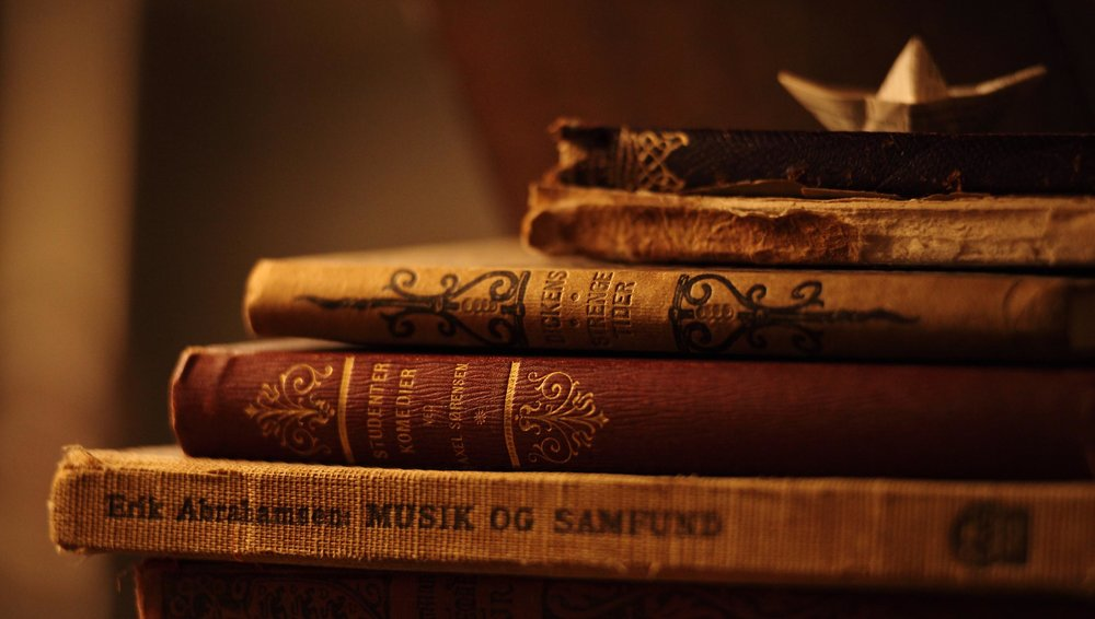 Amazing-Old-Book-Desktop-Wallpapers-wallpaper-desktop-images-background-photos-download-hd-free-windows-wallpaper-iphone-2756x1560.jpg