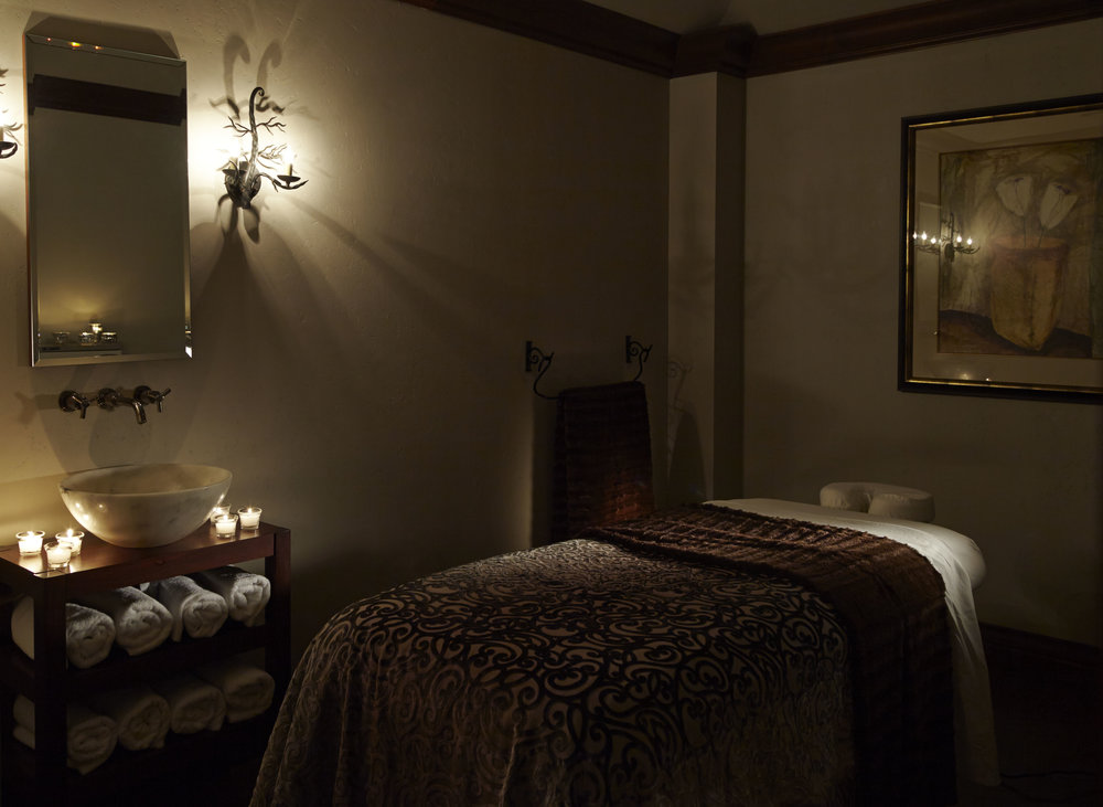 Delmonte_spa_Treatmentroom copy.jpg
