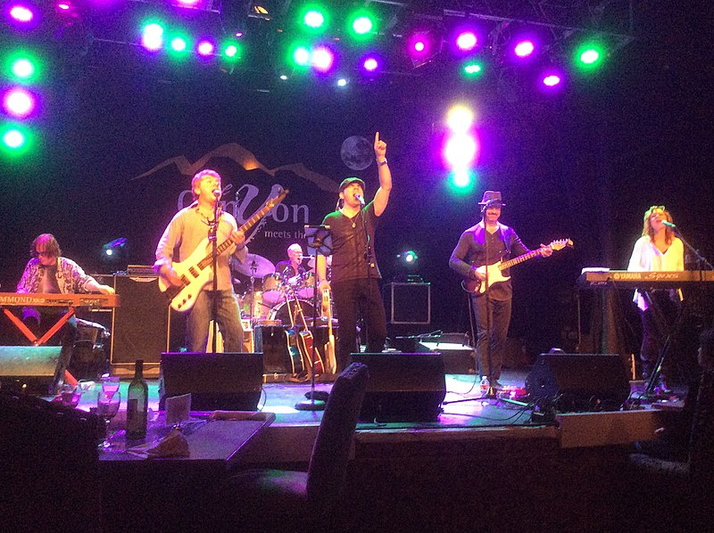 800px-Ambrosia_in_concert_on_May_24,_2014.jpg