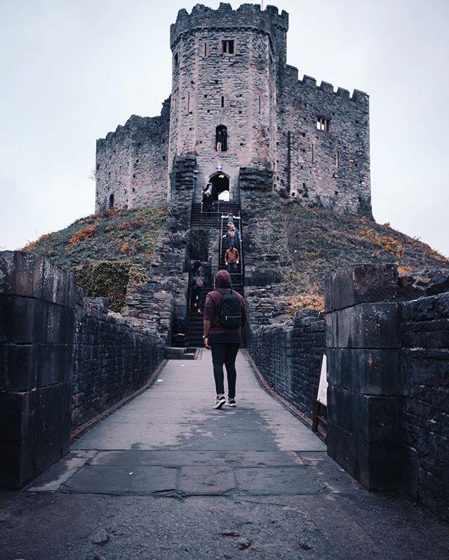 Nihil Timendum Est... Happy new year. • • • #ny#newyear#2019#travel#adventure#fashion#style#styledaily#traveler#travelblog#picoftheday#newyearmood#discoverunder5k#cardiff#wales#adventurer#mood#moodygrams#casualstyle#casualfashion#streetstyle#hoodie#vans#instadaily
