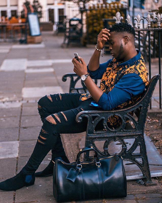 Hello Monday 👋 • • • #casualstyle#streetstyle#styleformen#fashionformen#fashiondaily#styleblogger#fashionblogger#lifestyle#midlandbloggers#style#stylish#ootdmen#ootdfashion#ootdinspo#picoftheday#photooftheday#instadaily#prints#wearprints#vintagestle#rippedjeans