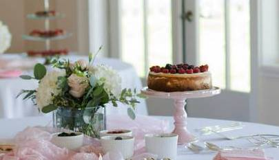 All cheesecake photos on this page were taken by the lovely    Angie Jean Photography    at my wedding.