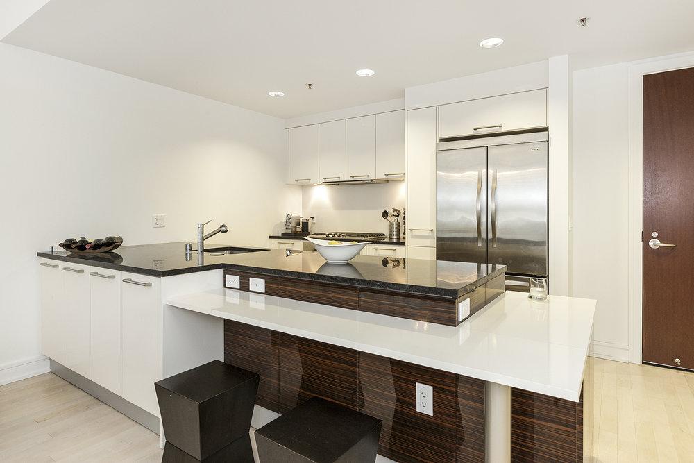 08-631Folsom5C-kitchen-high-res.jpg