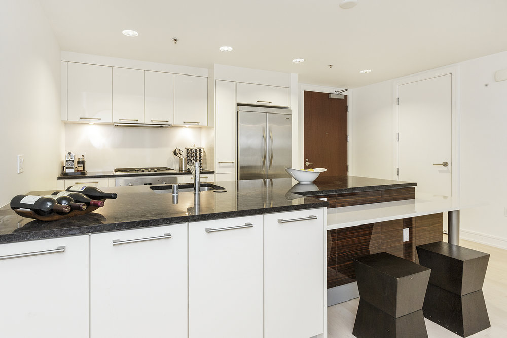09-631Folsom5C-kitchen-high-res.jpg