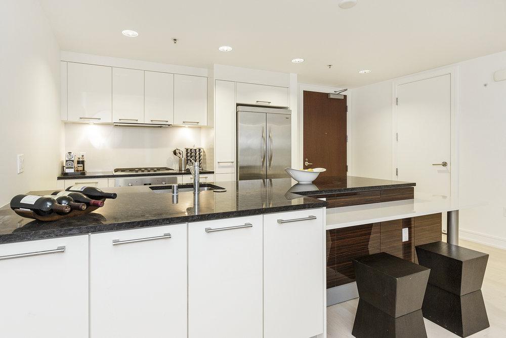 09-631Folsom5C-kitchen-high-res.jpg