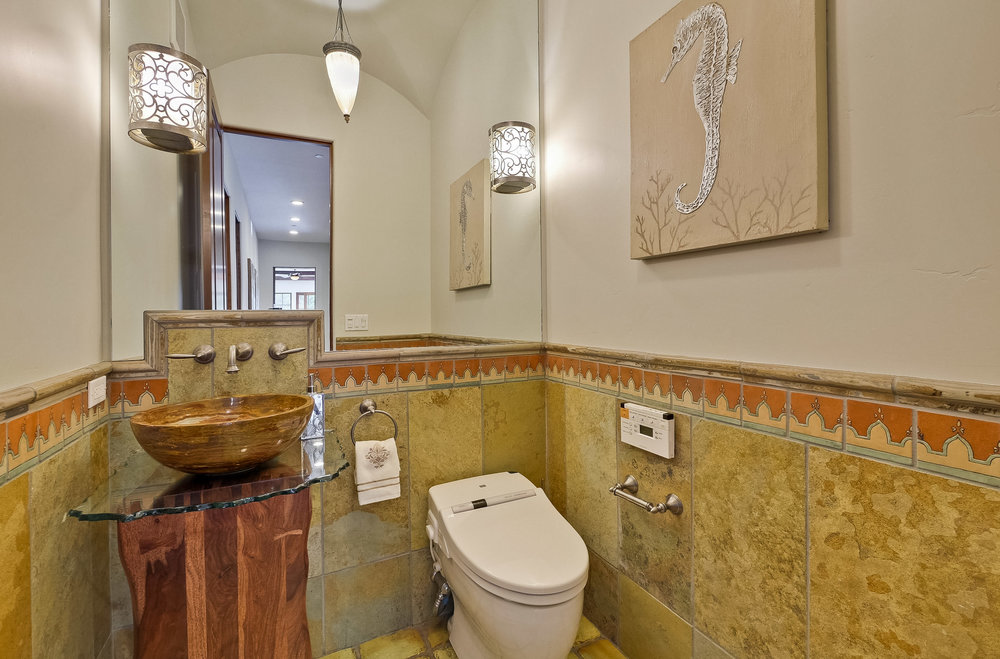14b_Bathroom      7.jpg