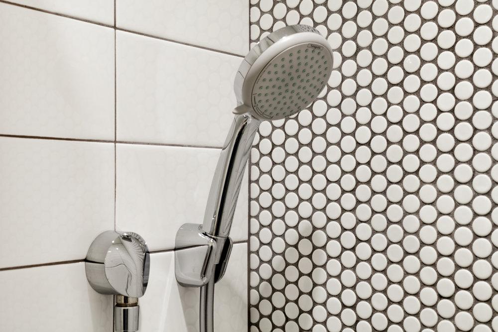 35a-1911A-Vallejo-detail-3bath-shower-mls.jpg