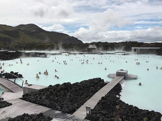 Blue Lagoon in #iceland The ultimate #spa in the heart of a volcanic landscape 🗻 . . . . . . . . #theelevenfourexperience #partnership #travel #traveladvisor #sunsets #bluelagoon #iceland #spa #eco #landscape #hotel #paradise #nature #exclusive #adventure #getaway#relaxation#views #travelagency#luxury#resort #bestdestinations#bucketlist#travelphotos #travelguide#traveltips#travelplanner #moments#losangeles#photography