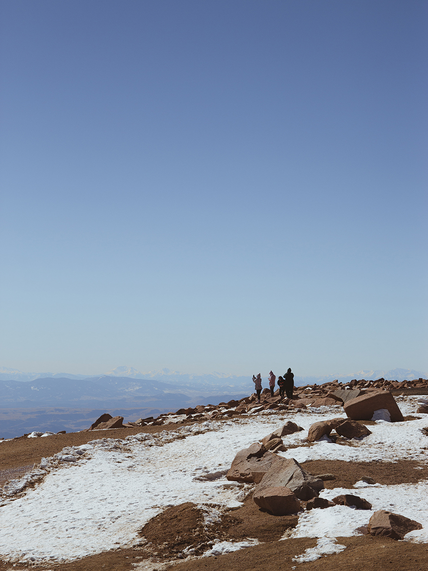 people at the top of pikes peak