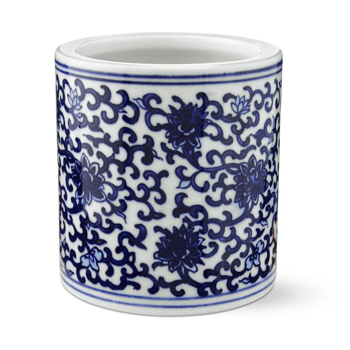 white blue vase.jpg