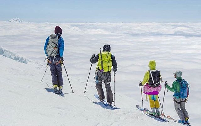 Hope everyone's finals week went well! Congrats to the recent graduates ☺️ 📷 @iansradventures . . . #explore #voyageuw #adventure #mtbaker #memorialdayweekend #gooutstayout #snowshoeing