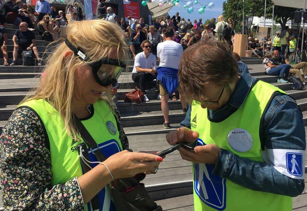 To deltagere i tilgængelighedsstafetten afprøver den digitale tilgængelighed på dr.dk
