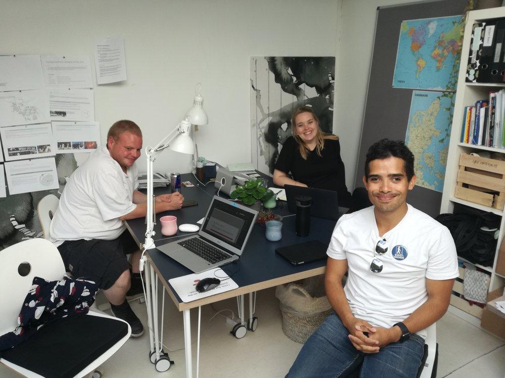 Lasse, Christine og Jens sidder på Ballasts kontor og evaluerer på testen