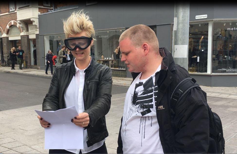 Lasses dansklærer prøver hans syn