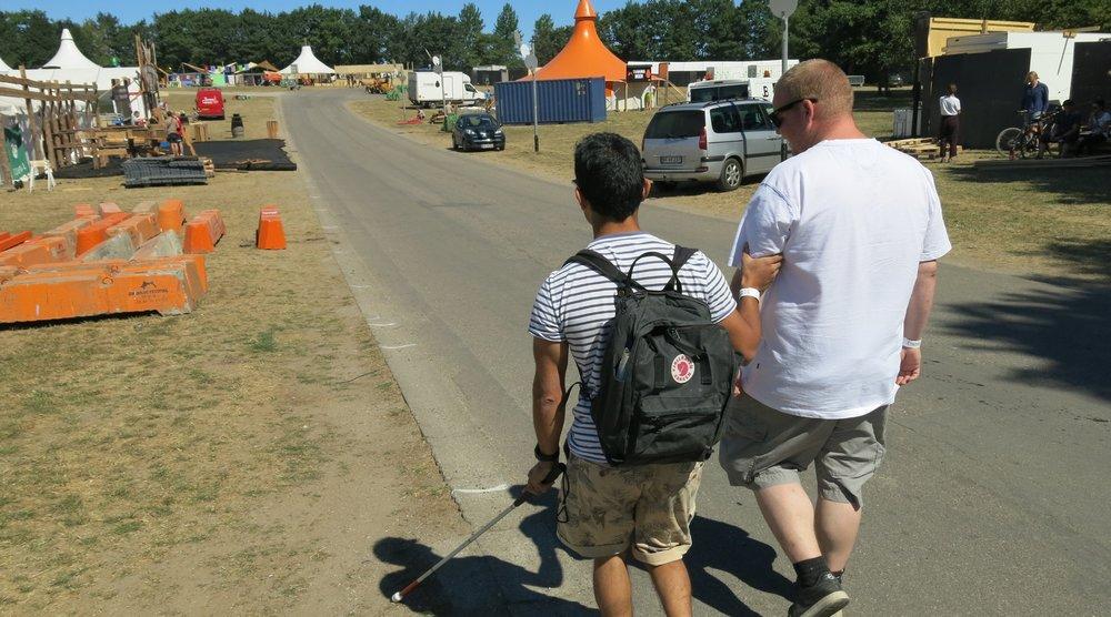 Jens og Lasse fra Ballasts Borgerpanel tester den fysiske tilgængelighed i området omkring Orange Scene på Roskilde Festival 2018. Klik på billedet for at læse mere.