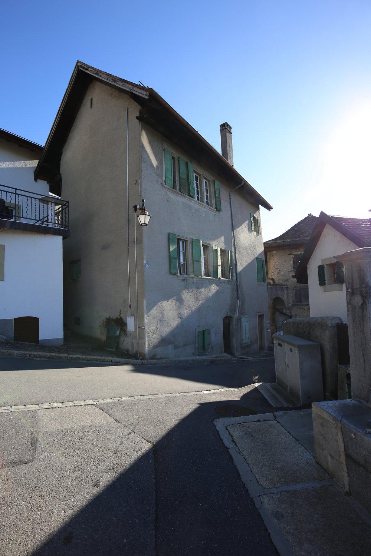 16DAV  Transformation et agrandissement d'une ancienne maison vigneronne en appartements à  Riex