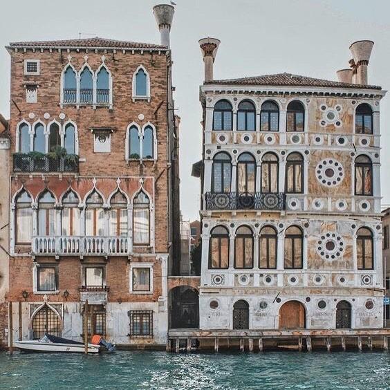 Vacation in #Venice 📷 @geidiemme ✨ ✨ . . . #vacationtime #travelblogger #travelgram #mytinyatlas #neverstopexploring #iamatraveler #welltravelled #passionpassport #openmyworld #athomeintheworld #flashesofdelight #femmetravel #dametraveler #quotes #adventure #ootd #ootdsubmit #the_daily_traveller #girlsthatwander #livingdestinations #watchthisinstagood #ladiesgoneglobal #nomadgirls
