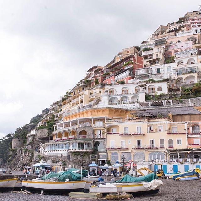 Perfection in Positano ✨ ✨ . . . #vacationtime #travelblogger #travelgram #mytinyatlas #neverstopexploring #iamatraveler #welltravelled #passionpassport #openmyworld #athomeintheworld #flashesofdelight #femmetravel #dametraveler #quotes #adventure #ootd #ootdsubmit #the_daily_traveller #girlsthatwander #livingdestinations #watchthisinstagood #ladiesgoneglobal #nomadgirls #Italy #Europe #Positano