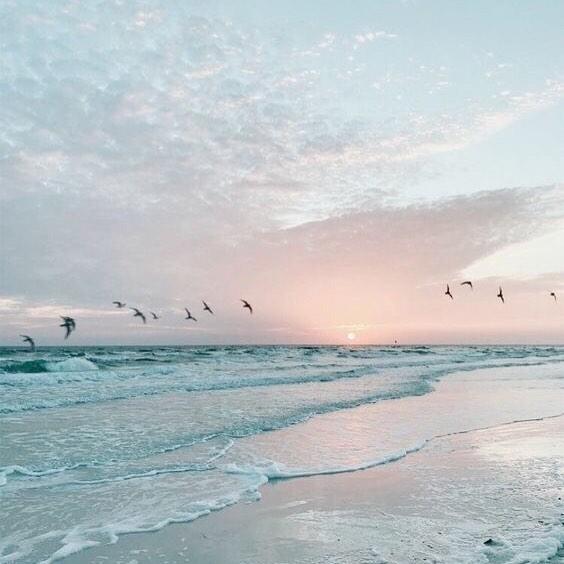 BRB ✈️✨ . . . #vacationtime #travelblogger #travelgram #mytinyatlas #neverstopexploring #iamatraveler #welltravelled #passionpassport #openmyworld #athomeintheworld #flashesofdelight #femmetravel #dametraveler #quotes #adventure #ootd #ootdsubmit #the_daily_traveller #girlsthatwander #livingdestinations #watchthisinstagood #ladiesgoneglobal #nomadgirls