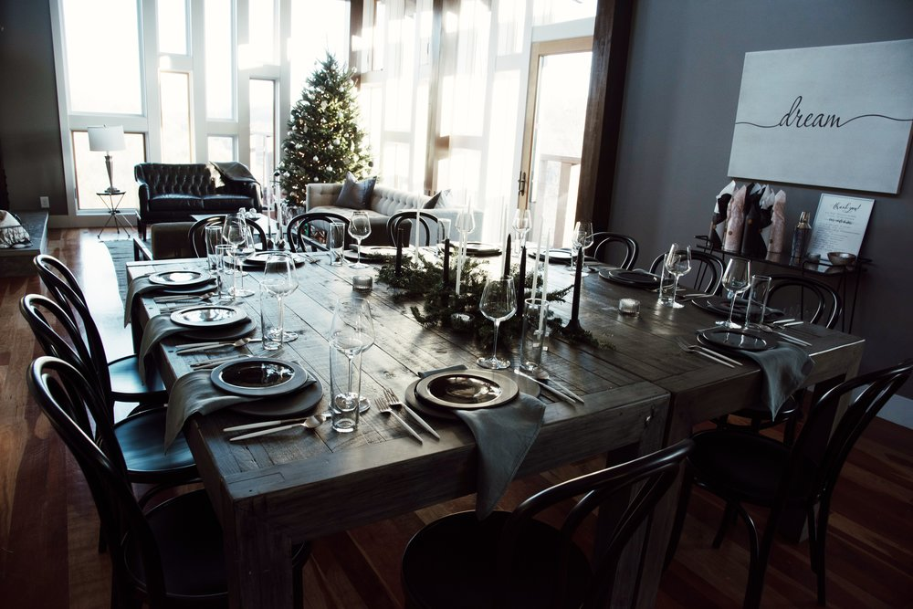 christmas-tree-getaway-winter-bright-interior-12th-table-decor-colleen-gallagher-thesecondmuse-tablescape.jpg