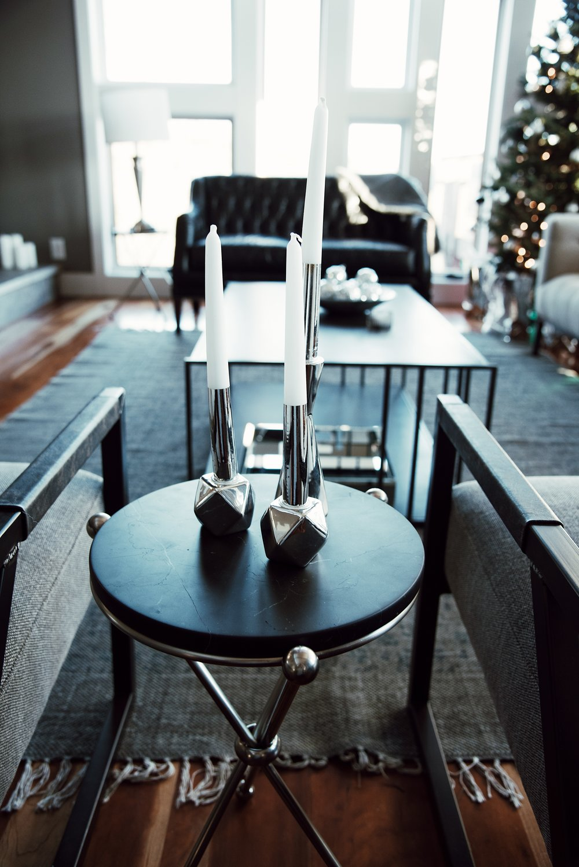 white-candles-getaway-winter-bright-interior-12th-table-decor.jpg