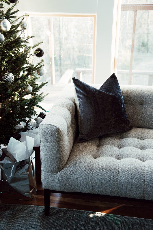 furnature-christmas-tree-getaway-winter-bright-interior-12th-table-decor.jpg