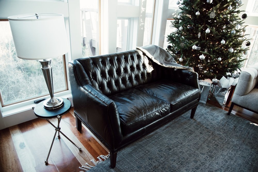 christmas-tree-getaway-winter-bright-interior-12th-table-decor-couch-colleen-gallagher-thesecondmuse-leather.jpg