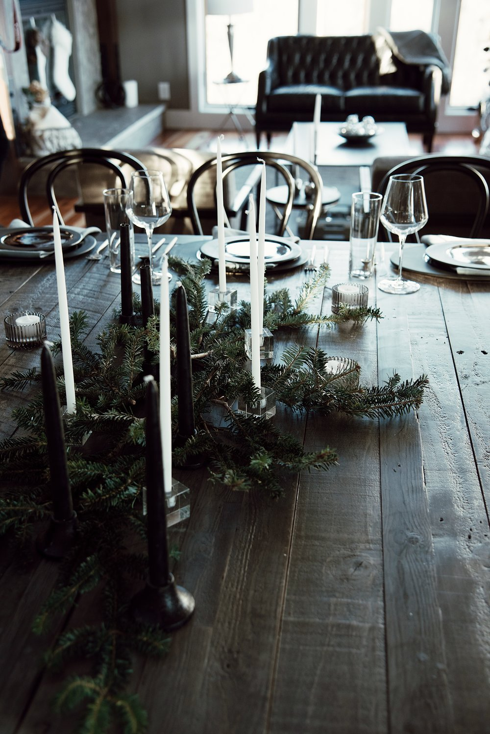 christmas-tree-getaway-winter-bright-interior-12th-table-decor-dinner-tablescape-home.jpg