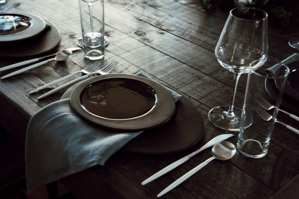 christmas-tree-getaway-winter-dark-interior-tablescape-flatlay-12th-table-decor.jpg