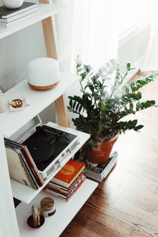 urban-outfitters-leaning-bookshelf-home-decor.jpg