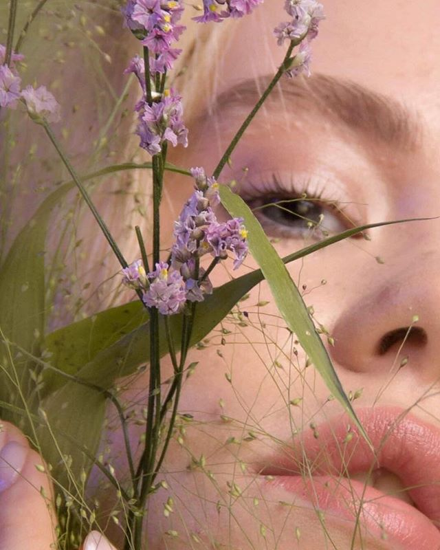 Wait, and see. 🌾👀🌱 ~ ~ ~ Model @evemamba 💃 Makeup by @magdalenaficon ❤️ #fashion #photography #fashionphotography #photo #paris #parisphoto #simple #gallery #dream #travel #adventure #pastel #artist #art #artsy #france #love #happy #liveauthentic #nature #artdirector #artdirection #lifestyle #inspo #inspiration #instagood #minimal #minimalism
