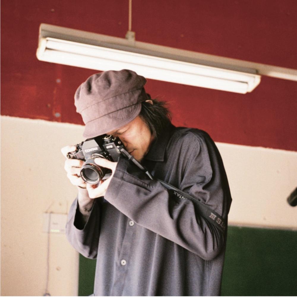 """- 2002年映像ディレクターとして独立し、数々のMusic clip,Commercial filmを演出。MVA best video、カンヌ Lions シルバー、ADFEST ブロンズ、BOVA グランプリ等受賞。代表作として RADWIMPS,Perfume,サカナクション , などの MusicVideo、ユニクロ、TOYOTA,PARCO などのコマーシャルフィルム。2013 年小松菜奈主演短編映画「ただいま。」 (TAMA CINEMA FORUM 出品)初監督。2014年 800 万再生記録した SUNTRY CCLEMON"""" 忍者女子高生"""" webmovie 制作。近年はファッションブランド等の映像演出、CD ジャ ケットなどのアートディレクション、など活動は多岐にわたる。フォトグラファーとしては装苑などファッション誌、LOOKBOOK の他、ミュージシャン CD ジャ ケット制作。"""