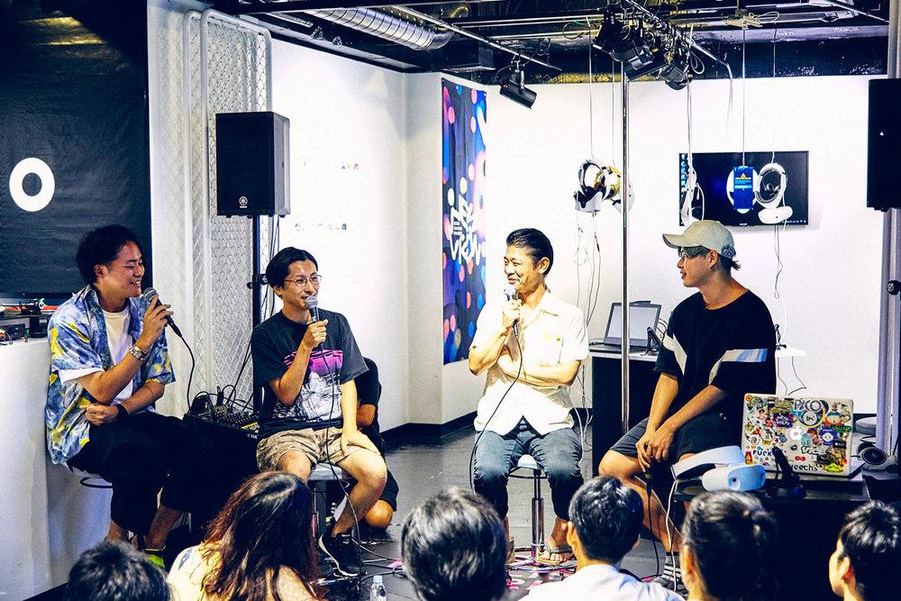 左よりモデレーターを努めたNEWVIEWプロジェクトのキュレーターで編集者の安東嵩史氏、VIDEOTAPEMUSIC氏、鶴岡龍(LUVRAW)氏、ゴッドスコーピオン氏